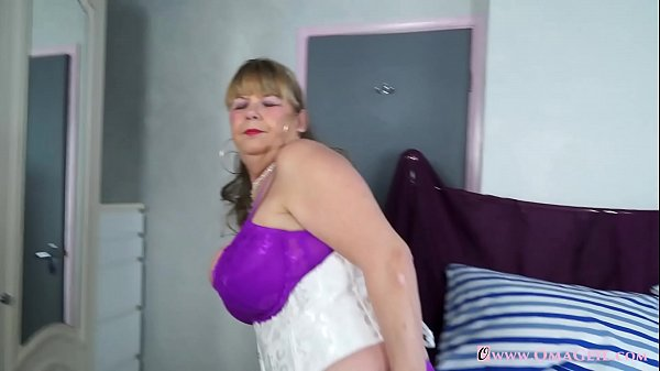 Mature solo, Busty mature