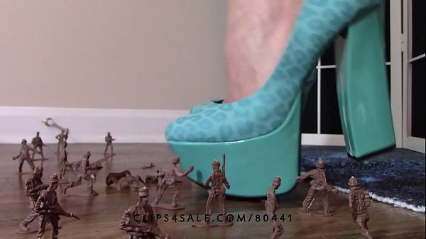 Giantess, Army